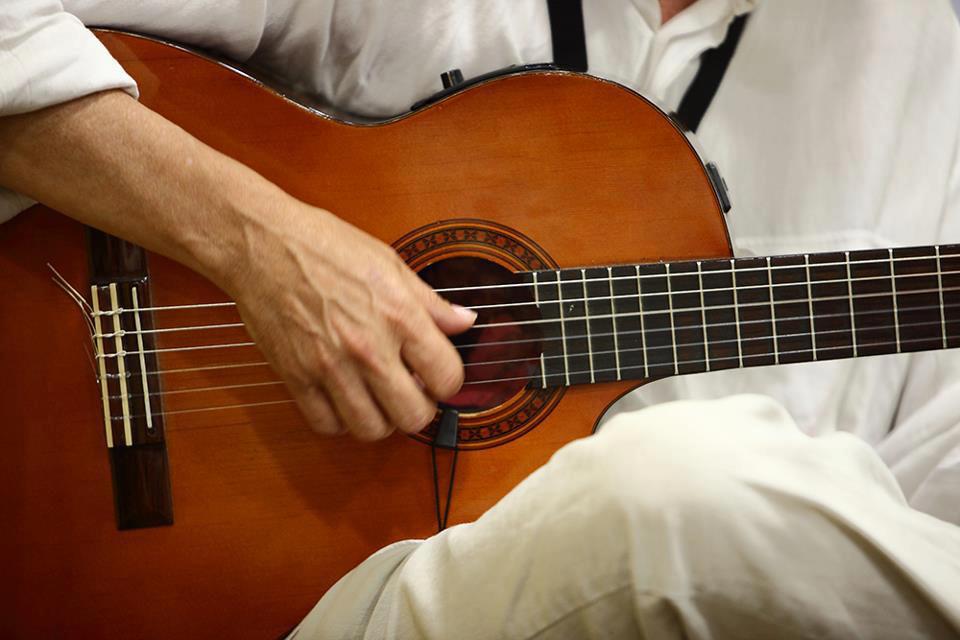 Clases de Guitarra y percusión en Valencia y Madrid